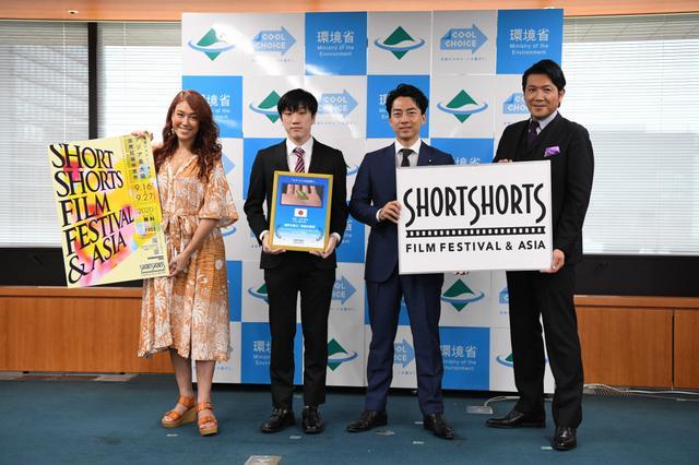画像: 小泉進次郎環境相、LiLiCoから「検討しますという言葉は嫌い」と前もって告げられ...