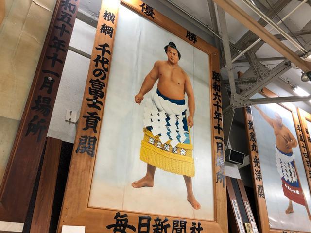 画像: 両国駅に千代の富士の優勝額