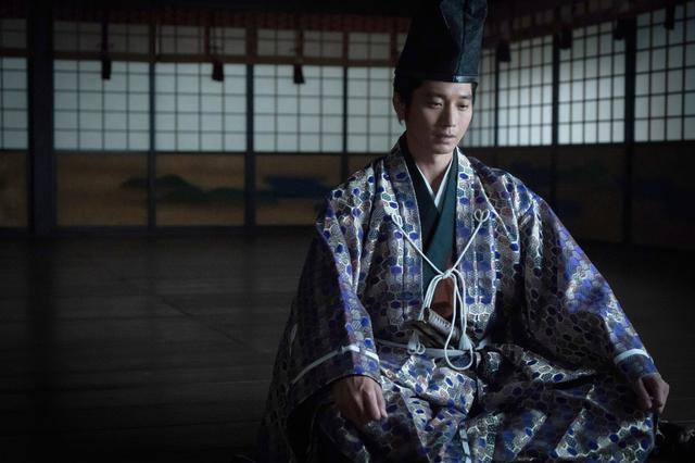 画像: 向井理「武家の頭領らしく、勇ましく散りたい」大河ドラマ『麒麟がくる』で足利義輝を好演