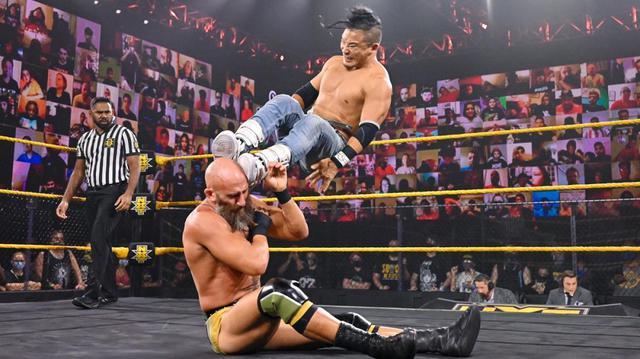 画像: KUSHIDAが強豪トマソ・チャンパを追い詰めるもベルベティーン・ドリームが乱入【WWE NXT】