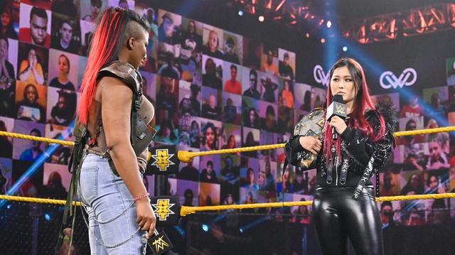 画像: 新旧王者の紫雷イオとエンバー・ムーンがリングで対峙!王座戦線は一気にヒートアップ【WWE NXT】