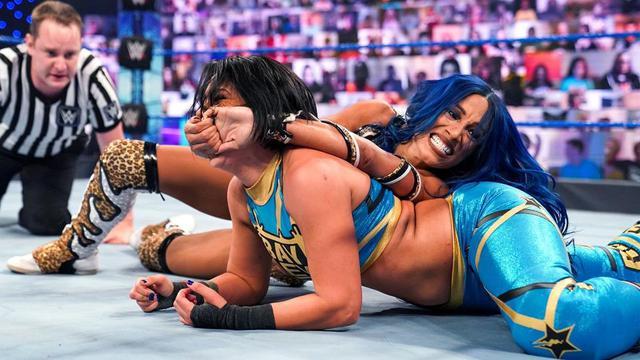 画像: 王座を逃したサーシャがPPV「ヘル・イン・ア・セル」でベイリーに再戦要求【WWE】