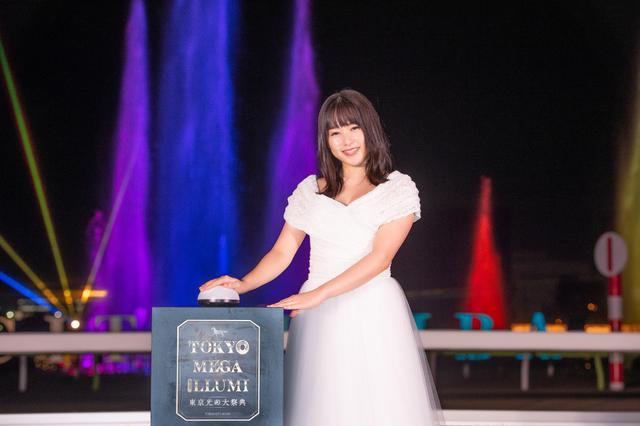 画像: 桜井日奈子が大井競馬場のメガイルミを点灯「ドレスで駆け抜けたい」