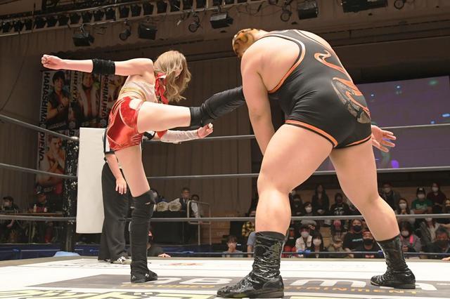 画像: 前代未聞の2連続タイトル戦で樋口、坂口、赤井の「イラプション」がタッグ&6人タッグの2冠王に【DDT】
