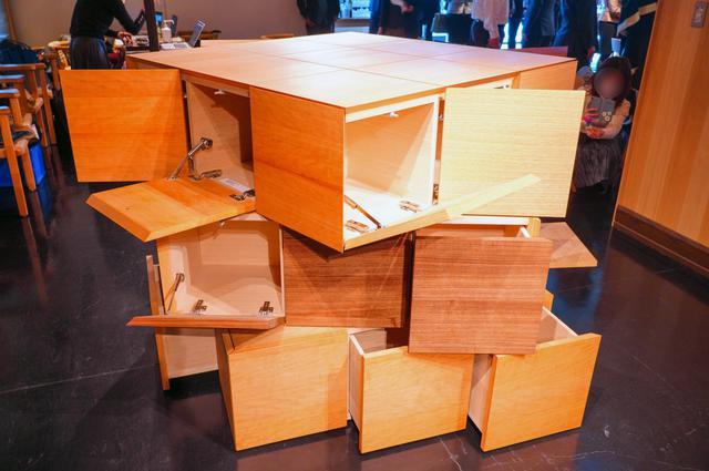 画像: 40周年「ルービックキューブ」が隈研吾らアーティストとコラボ!家具や料理、折り紙作品も