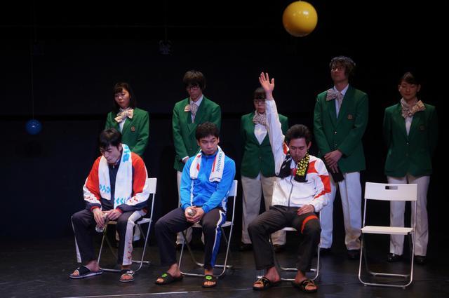 画像: 年末年始もステージ三昧で!青年団第82回公演『コントロールオフィサー』+『百メートル』二本立て公演