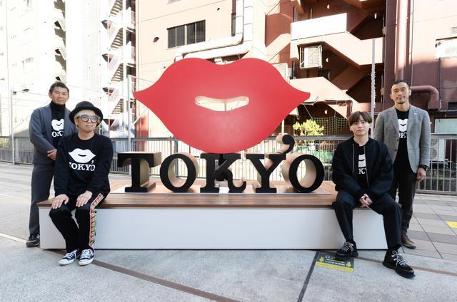 画像: 渋谷に新しい観光名所「KISS, TOKYO ベンチオブジェ」が登場
