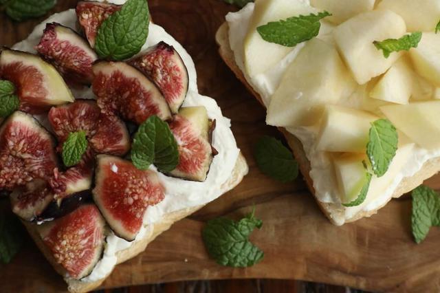 画像: 季節のフルーツとリコッタチーズのオープンサンド【木村秀行シェフの食パンアレンジレシピ】