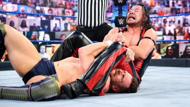 画像: 中邑が新春1発目のブライアンとのタッグ戦で屈辱のタップ負け【WWE】