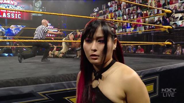 画像: 王者・紫雷イオが因縁のメルセデスを襲撃KO【WWE NXT】