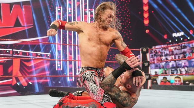 画像: エッジがRR戦優勝に続き、オートンとの遺恨戦に勝利【WWE】