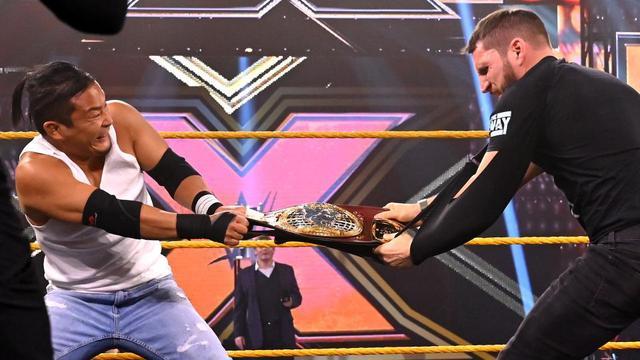 画像: KUSHIDAが王座戦回避を企んだ王者ガルガノを制裁【WWE NXT】