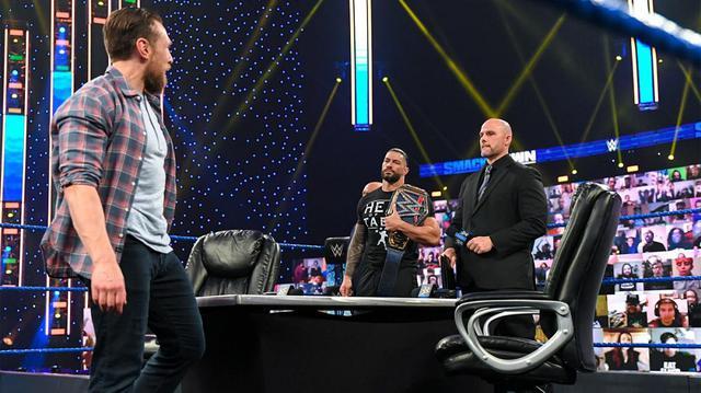 画像: レインズ&ジェイとブライアン、エッジが「ファストレーン」の調印式で大乱闘【WWE】