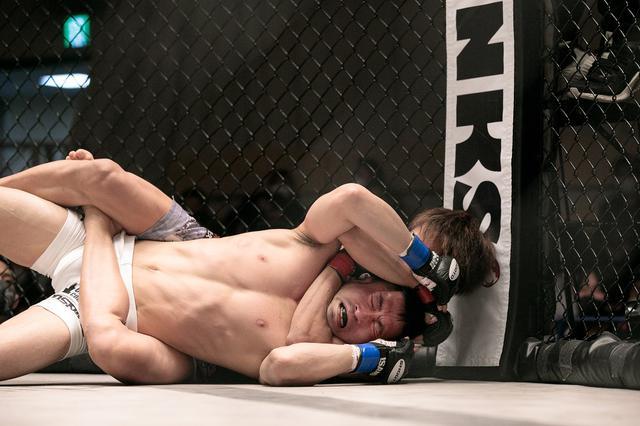 画像: 新星・平良達郎が日本軽量級の実力者・前田吉朗を61秒でスリーパー葬【修斗】