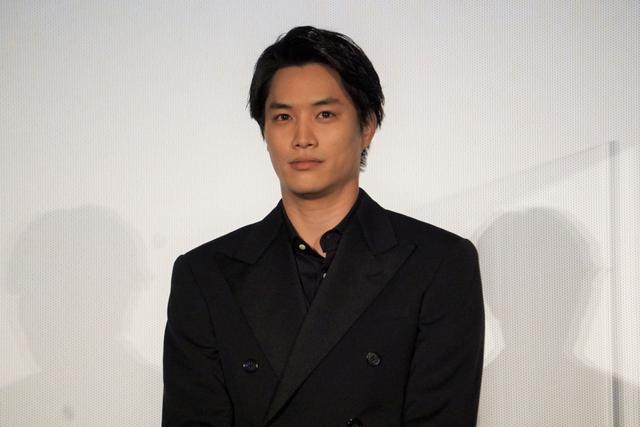画像: 鈴木伸之「アドリブでキスした」相手の共演者が舞台挨拶で客席に!「どういう気持ちで聞いてたの」