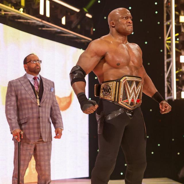 画像: マッキンタイアと王者ラシュリーが祭典「レッスルマニア37」を前に舌戦&にらみ合い【WWE】