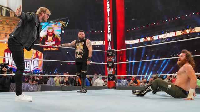 画像: ケビン・オーエンズがYouTuberローガン・ポールをスタナー葬【WWE】