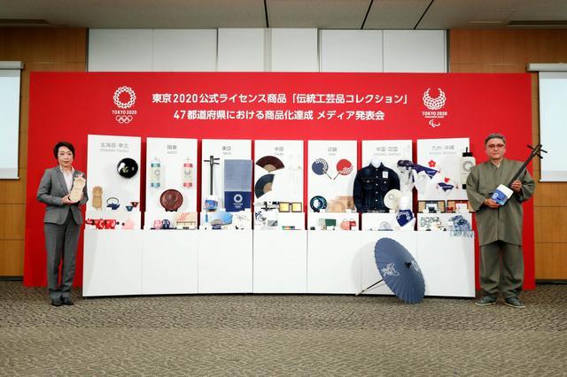 画像: 東京2020公式ライセンスの伝統工芸品、104品目がお披露目。橋本会長、加賀友禅の桜色マスクに「涙が出そうになった」