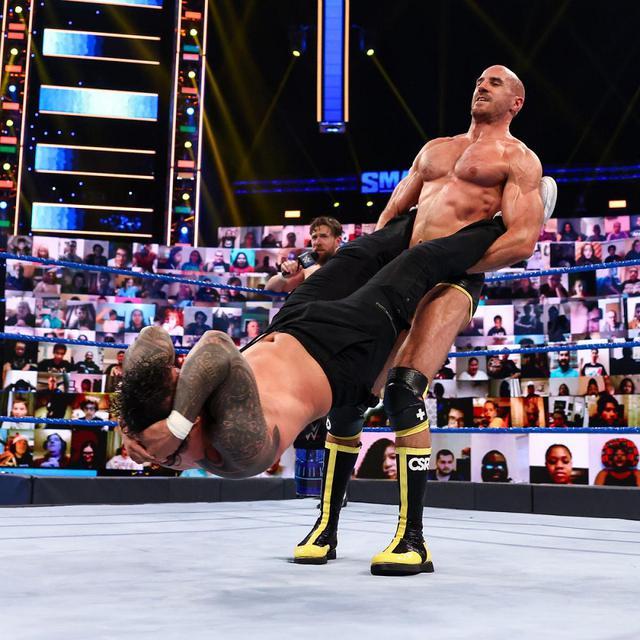画像: 王者レインズがブライアンにスマックダウン追放を条件とした王座戦を提案【WWE】