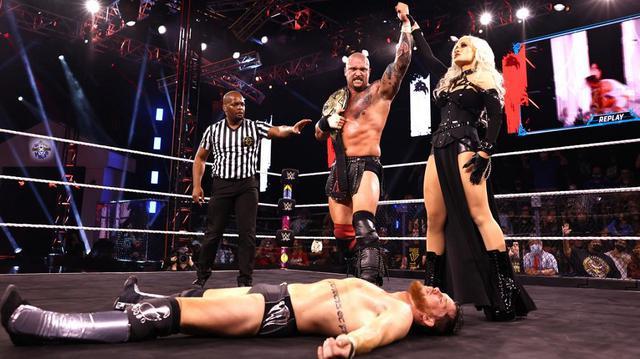 画像: カリオン・クロスが5ウェイ戦でオライリーをクロスジャケットで失神KOさせ王座防衛 【WWE NXT】