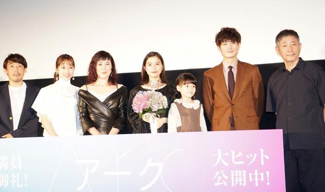 画像: 芳根京子「自分にこんな母性本能が」娘役&監督からのサプライズに涙こらえきれず