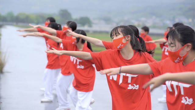 画像: EXILE ÜSAとTETSUYA、大阪・熊本の中学生たちと聖火リレーセレブレーションで『Rising Sun』披露!