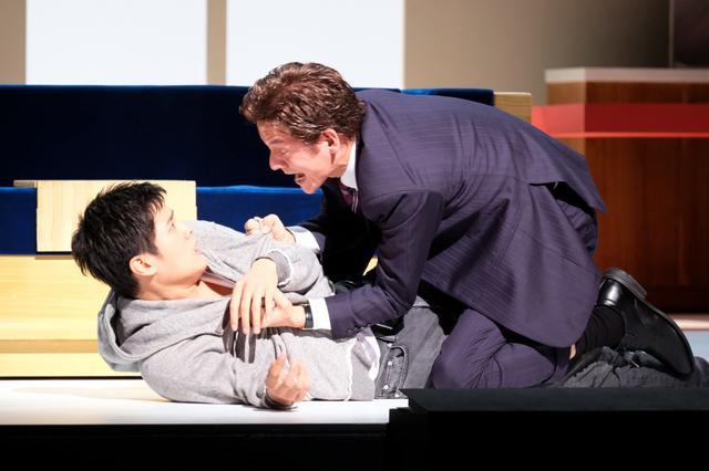 画像: 岡本健一・圭人親子が舞台上でつかみあい! 舞台『Le Fils 息子』が初日
