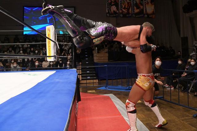 画像: 竹下幸之介がクリス・ブルックスとの死闘を制しKO-D無差別級王座初V。「『D王GP』絶対王者として僕が優勝したい」【DDT】