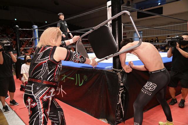 画像: EXTREME王者・青木真也が堀田祐美子の反則攻撃に苦戦も薄氷の防衛。そして両者ともに再戦を希望【DDT】