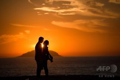 画像: 人間の一夫一婦制、理由は「真実の愛」でなく細菌 研究