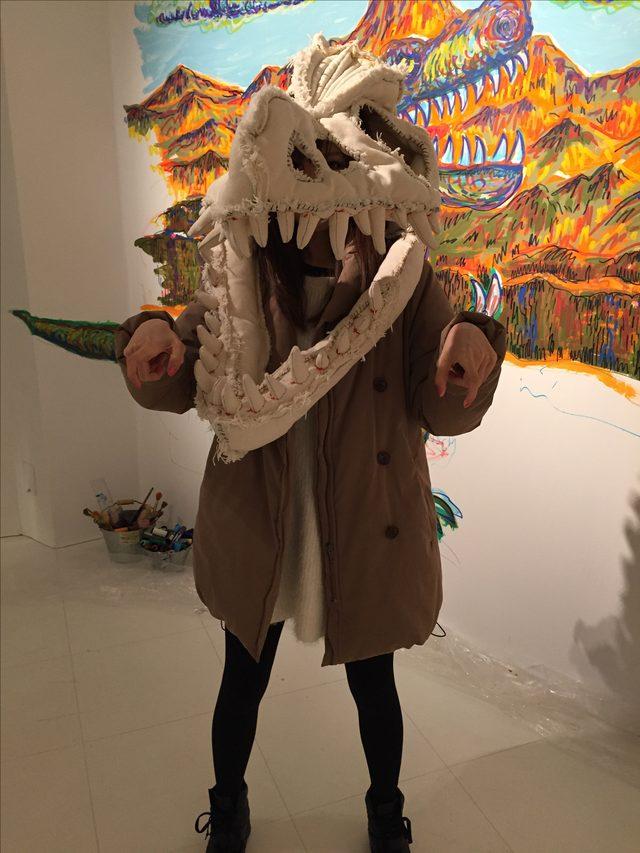 画像1: 下半身丸出し恐竜人間