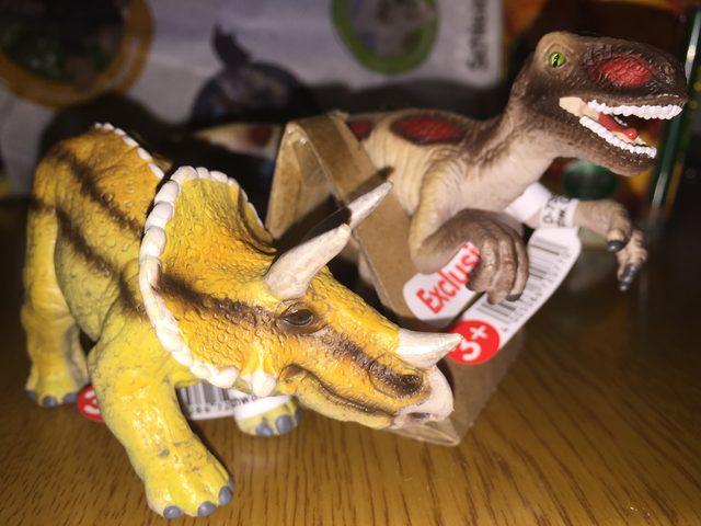 画像: 手に入れたシュライヒの恐竜フィギュア