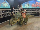 画像: 恐竜に乗れるアトラクションは無料です。