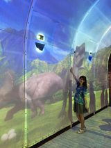 画像: イリュージョンドーム内で遊ぶ生田晴香
