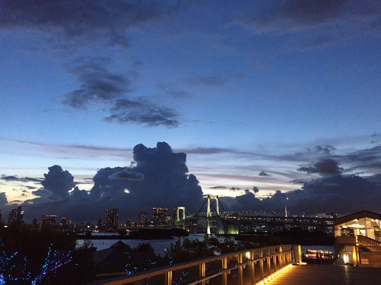画像: 夕方、イリュージョンドームからの外の眺め