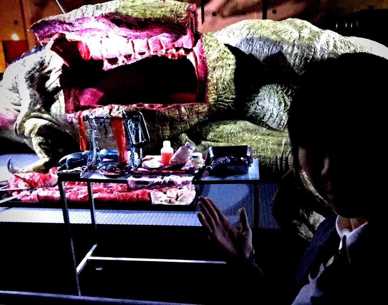 画像: 臓器を取り出されたティラノサウルス