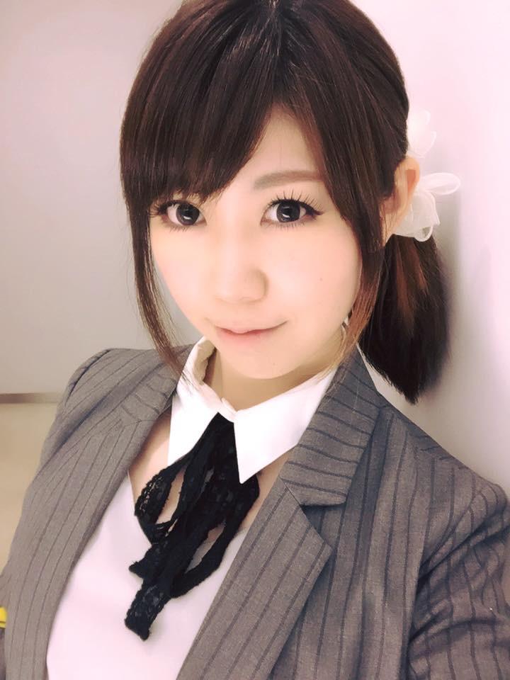 画像: 色々と見るのは好きな生田晴香です。