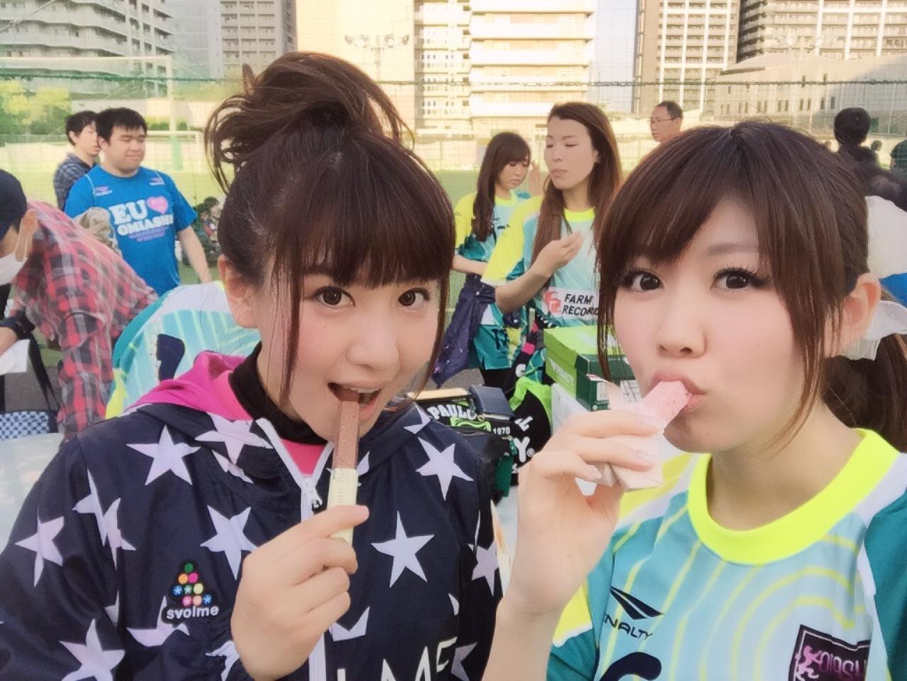 画像: チャリティーフットサル活動をしたオミアシチュラメンバー!(右、生田晴香)