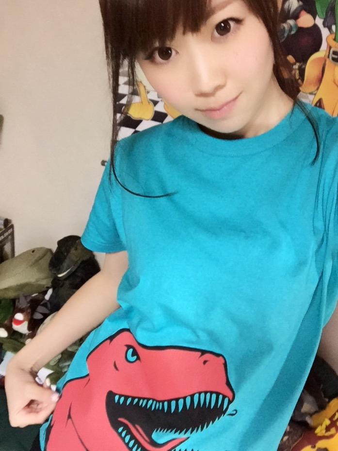 画像: 恐竜Tシャツを着た恐竜アイドル、生田晴香!