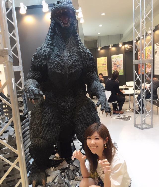 画像: ゴジラと生田晴香。