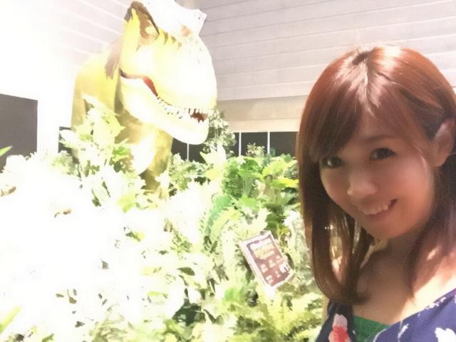 画像: ティラノサウルスロボットと!