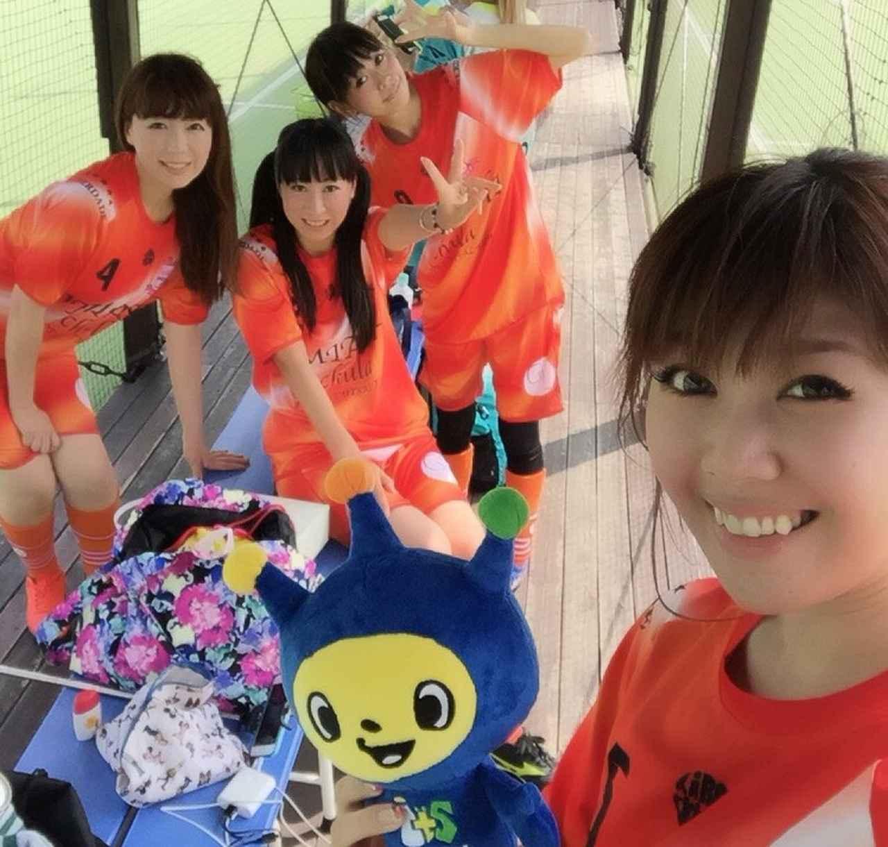 画像: 生田晴香とチームの皆!この時は元気です。