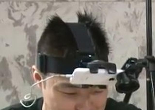 画像: スマホ用のヘッドバンド巻いています! youtu.be