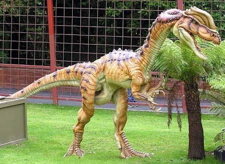画像: ディロフォサウルスのイメージ ja.m.wikipedia.org