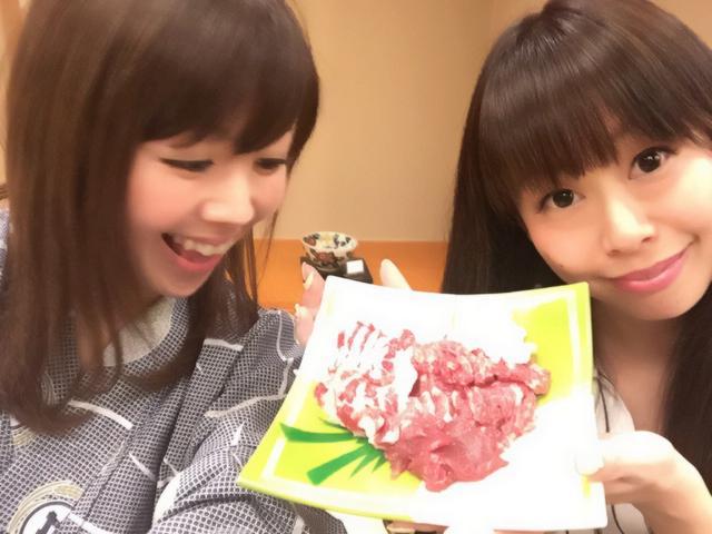 画像: 生田晴香とメンバーのはなちゃんと。