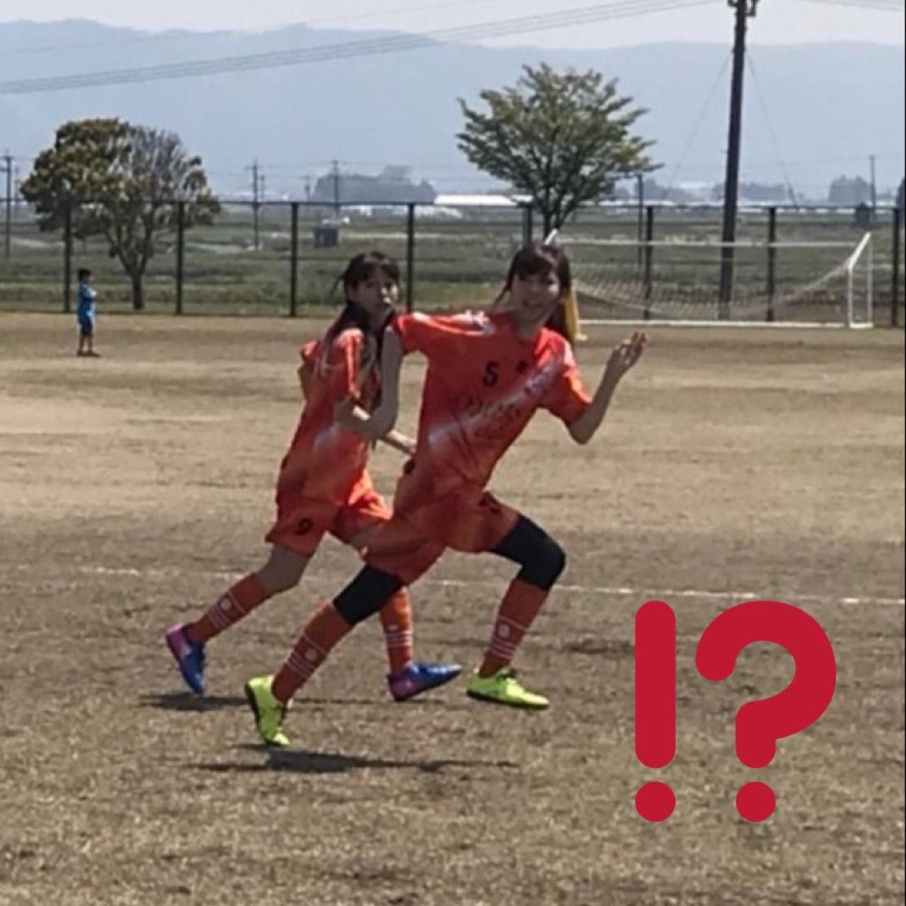 画像: 走っている生田晴香。ファイナルファンタジーのサボテンダーかよ…