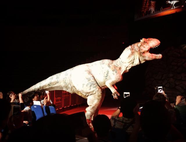 画像: アロサウルス