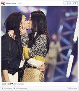画像: 菜々緒と石田ニコルが、女性同士の濃厚キス写真を公開