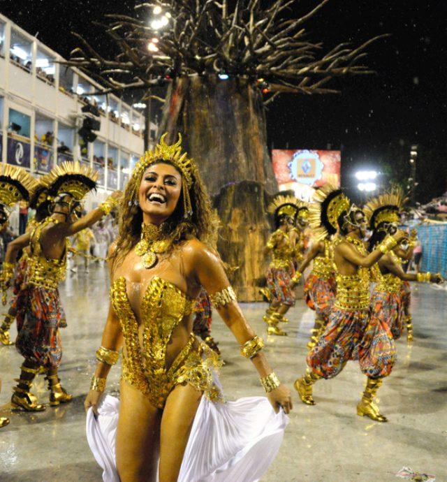 画像: 激しいサンバ、雨に響く歓声 リオのカーニバル最高潮