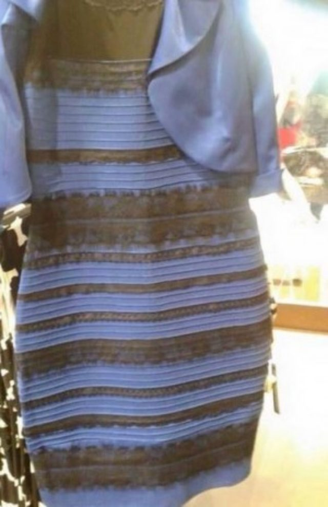 """画像: ネットでの""""例のドレス"""" にセレブも大論争! テイラー・スウィフトやジュリアン・ムーアも参戦。"""